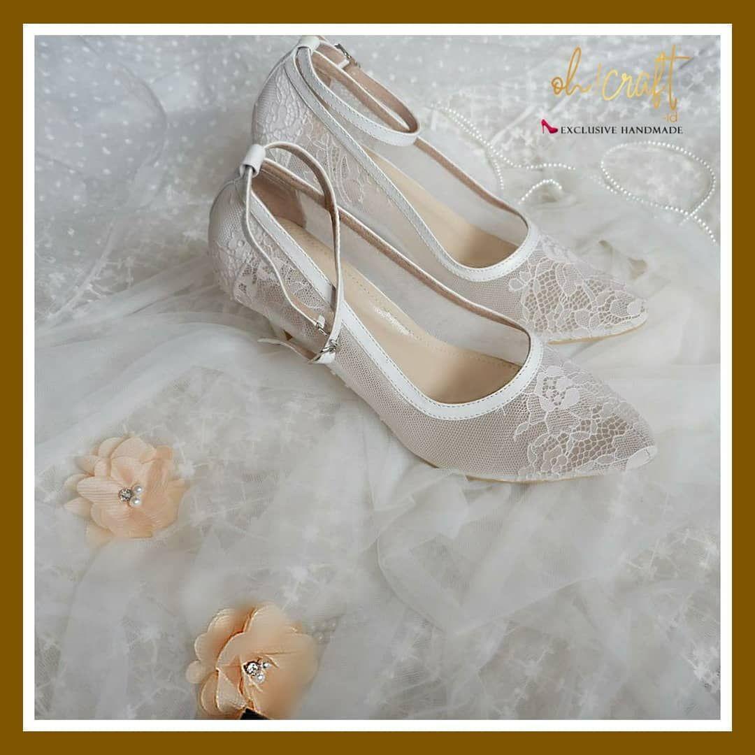 Lace Shoes Berwarna Putih Seperti Memiliki Daya Magis Tersendiri