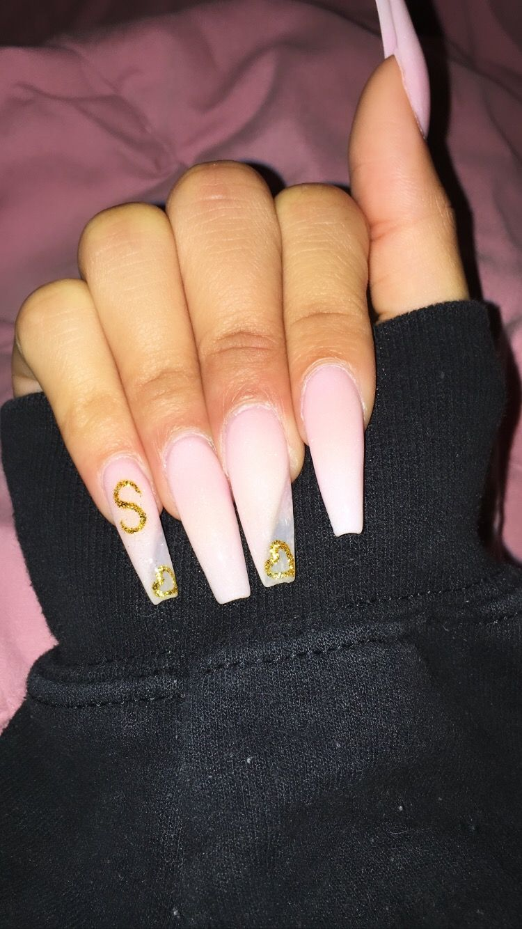 Boyfriend Initial Nails In 2020 Gold Acrylic Nails Acrylic Nails Coffin Glitter Nails After Acrylics