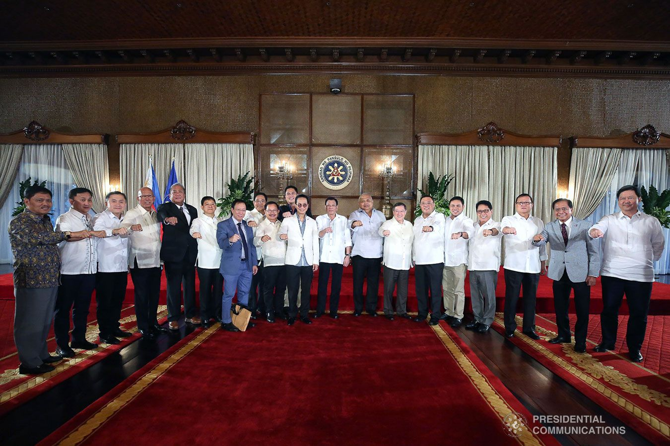 President Rodrigo Roa Duterte Strikes His Signature Pose With The Members Of His Cabinet Following The Dialogue With Chief Presid Presidential Poses Presidents