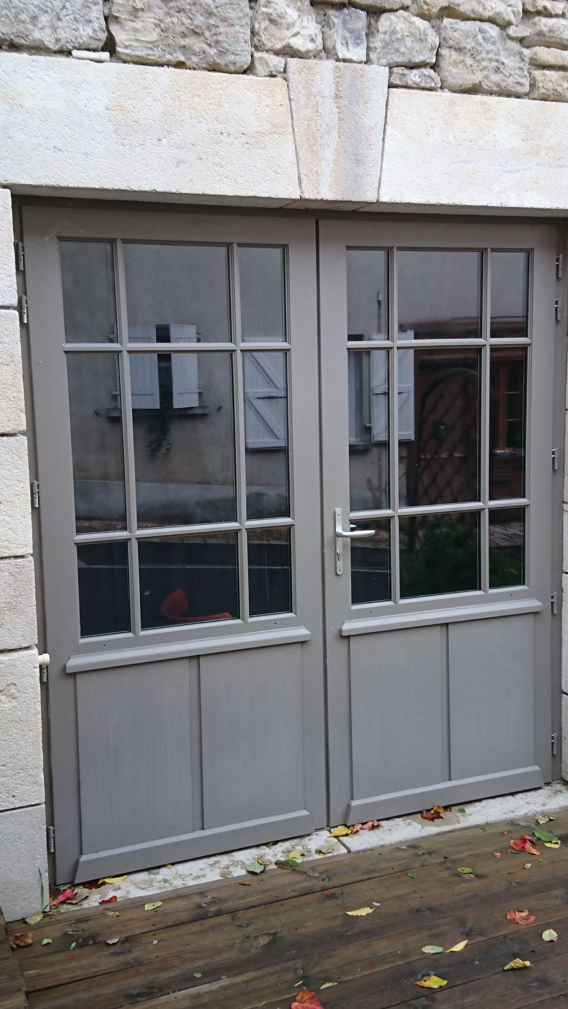 porte fen tre 2 vantaux avec soubassement panneaux et. Black Bedroom Furniture Sets. Home Design Ideas
