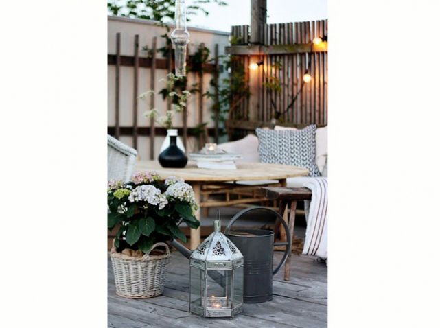 Idee deco terrasse vase lampion terrasse terrace for Idee amenagement terrasse exterieure