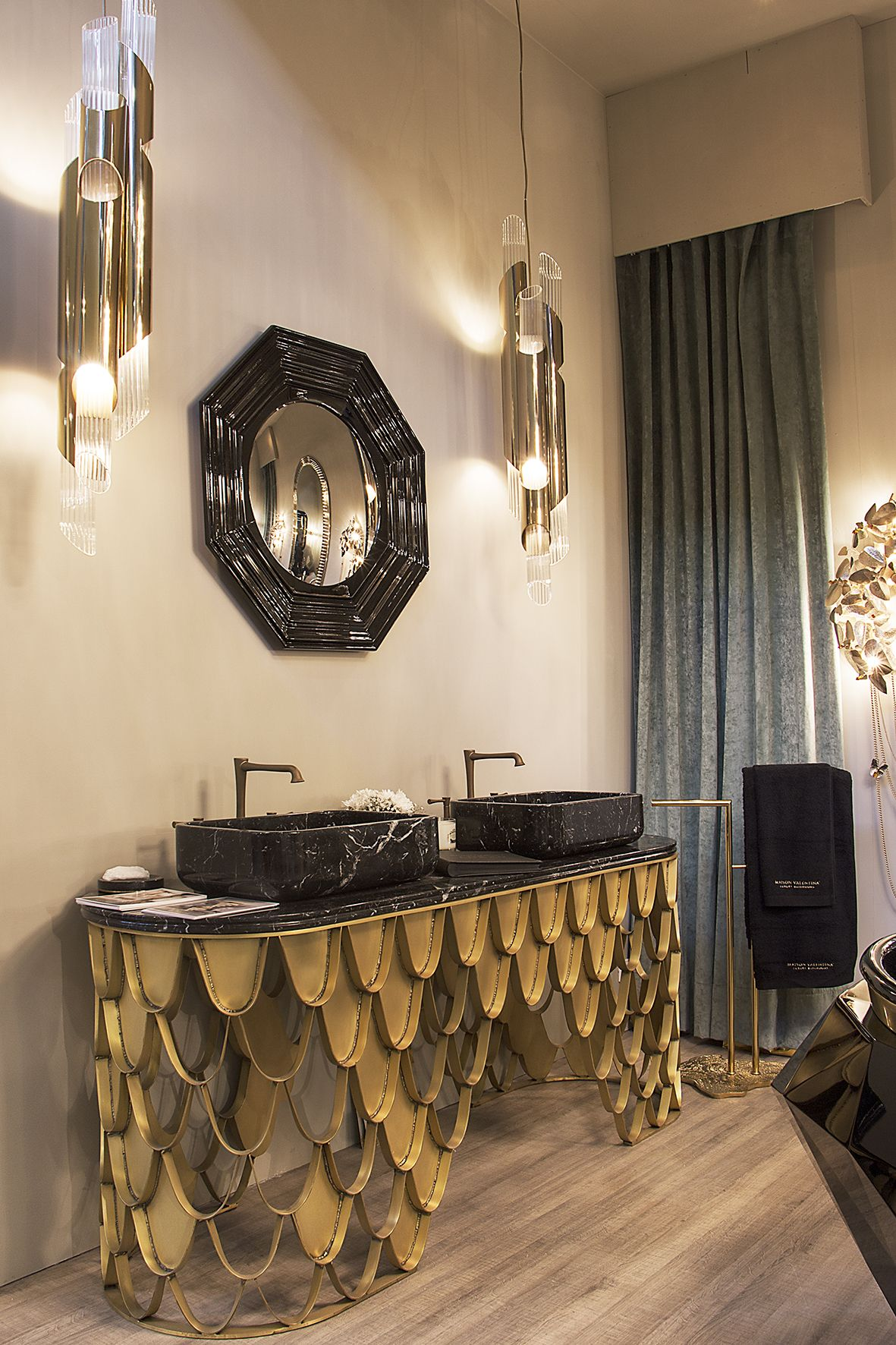 The amazing Draycott Pendant in its debut at Maison et Objet Paris September edition. Feel inspired: www.luxxu.net | #interiordesign #luxurydesign #lightingdesign