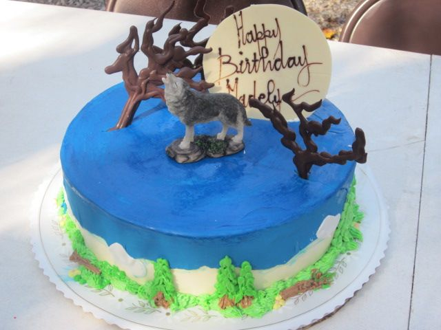 Animal Jam Cake - CakeCentral.com  Howling Wolf Animal Jam Cake
