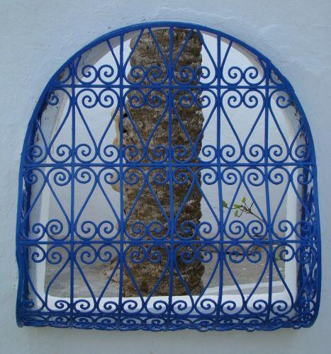 Moucharabieh bleu tunisie oriental pinterest for Fenetre en fer forge tunisie