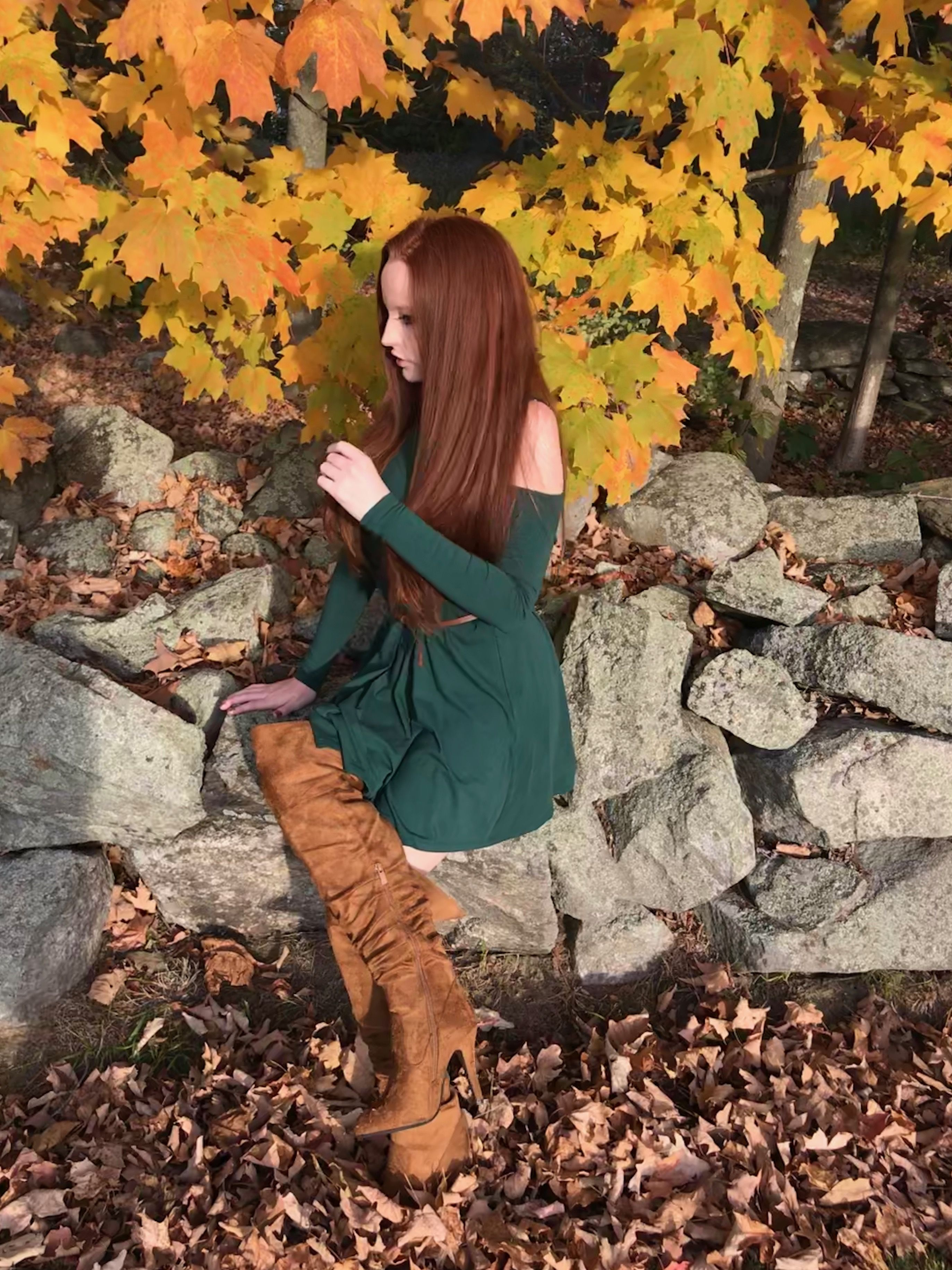 Cute fall outfit with a simple green dress thin brown belt and