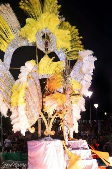 Carnaval, reina, pluma, plumaje, bailarina, comparsa, scola, carro