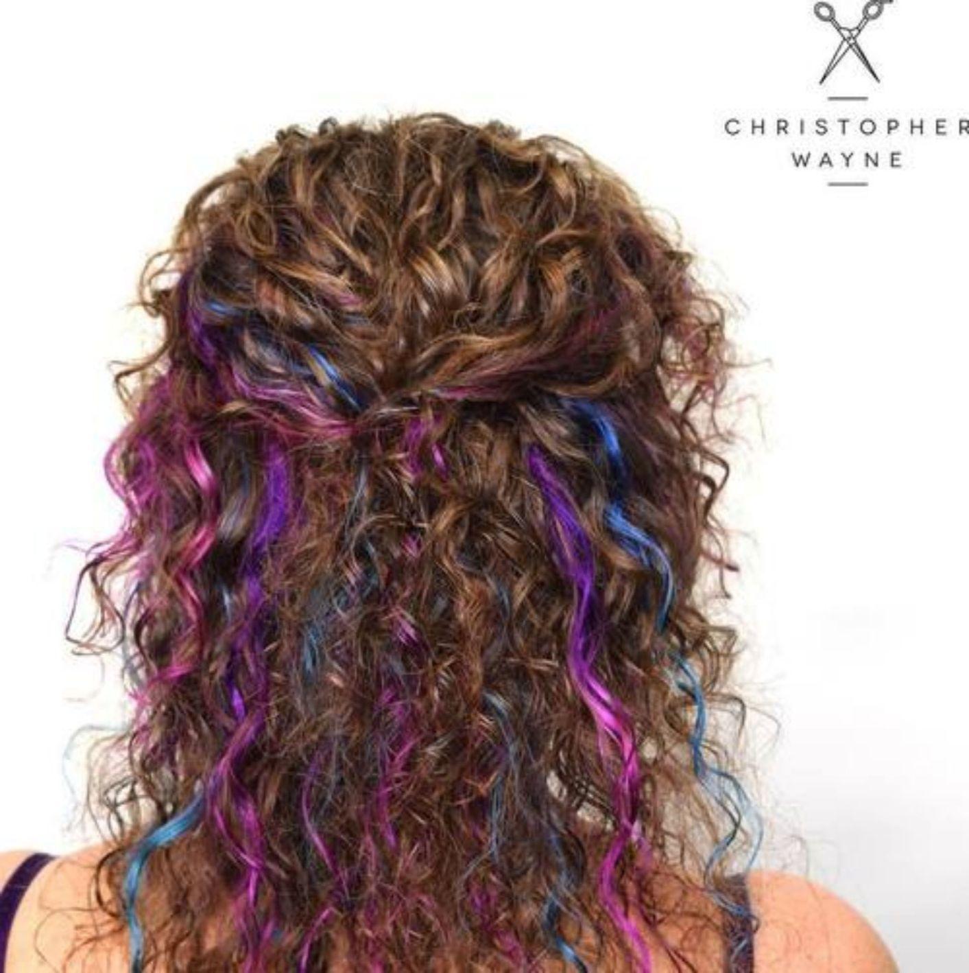 Креативное окрашивание длинных кудрявых волос фото