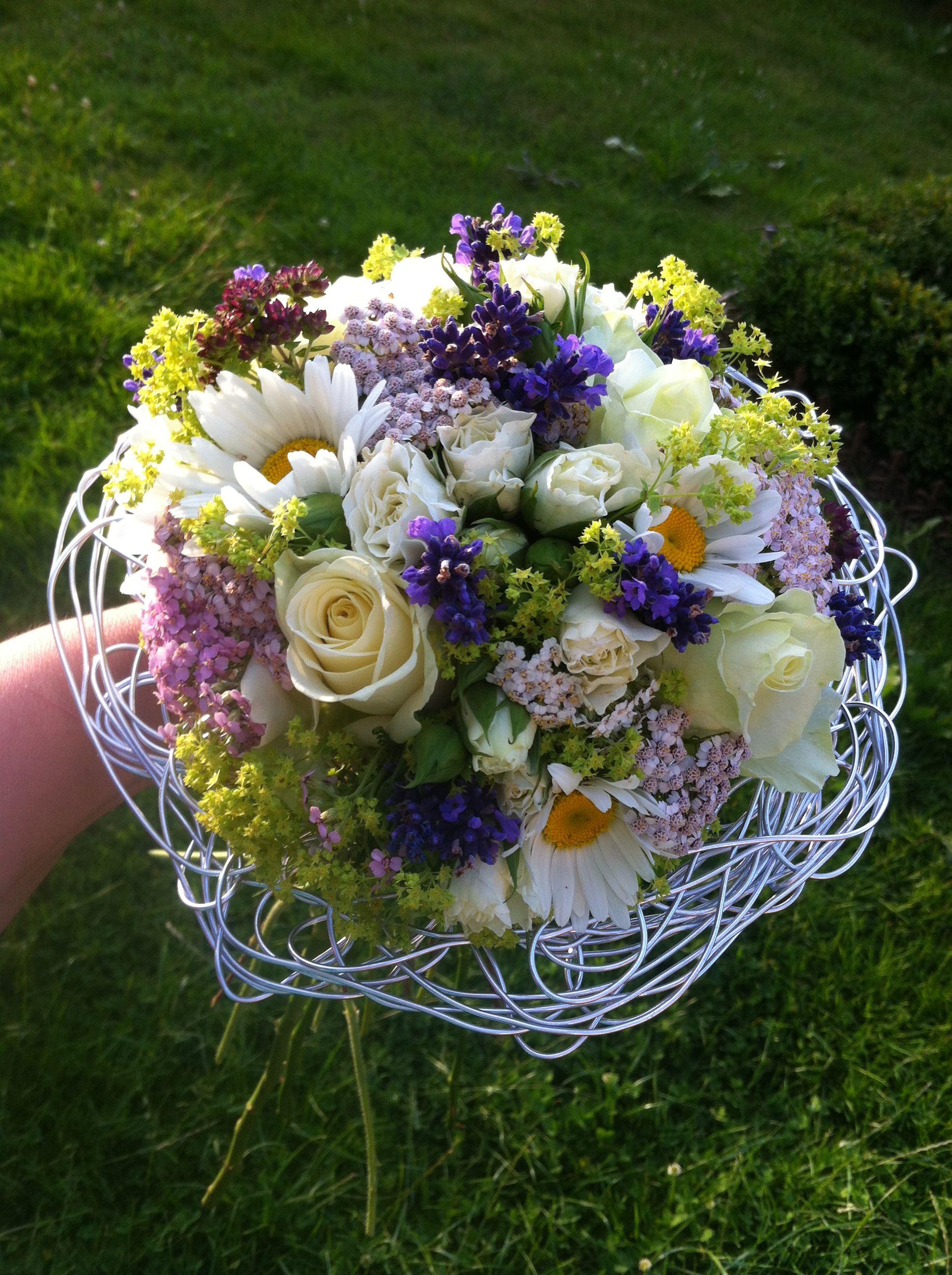Duftiger Sommerwiesen Brautstrauss Mit Lavendel Margariten