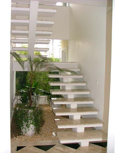 Escada de concreto coberta por porcelanato marmores for Modelos de escaleras internas para casas