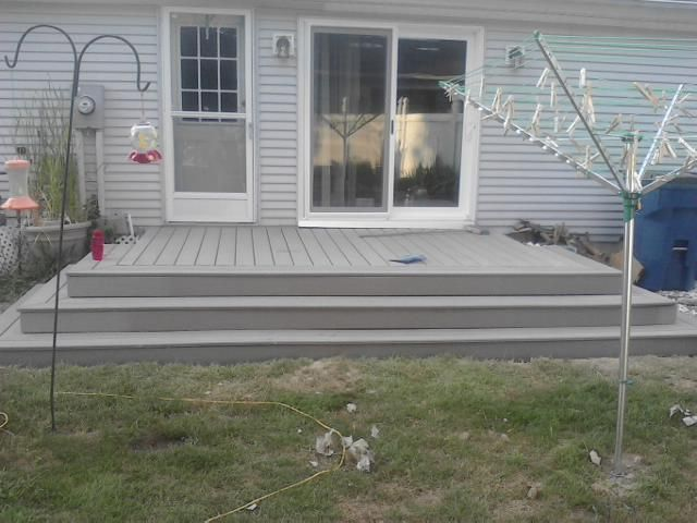 Back Deck Made Of Composite Lowe S Choice Decking No Screws Are Exposed With The Exception Of The Kick Boards Covering The Vertical House Back Deck Home