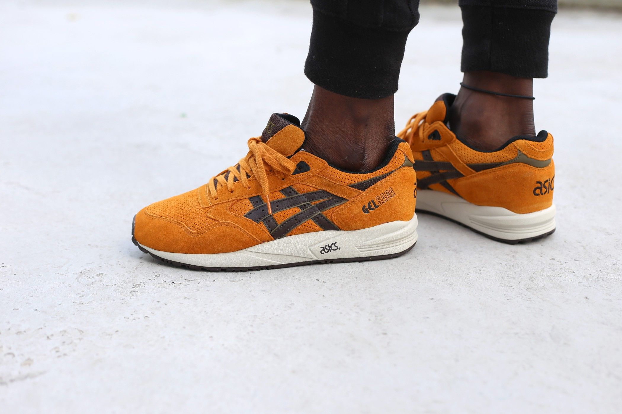 ASICS GEL SAGA (TAN / DARK BROWN)
