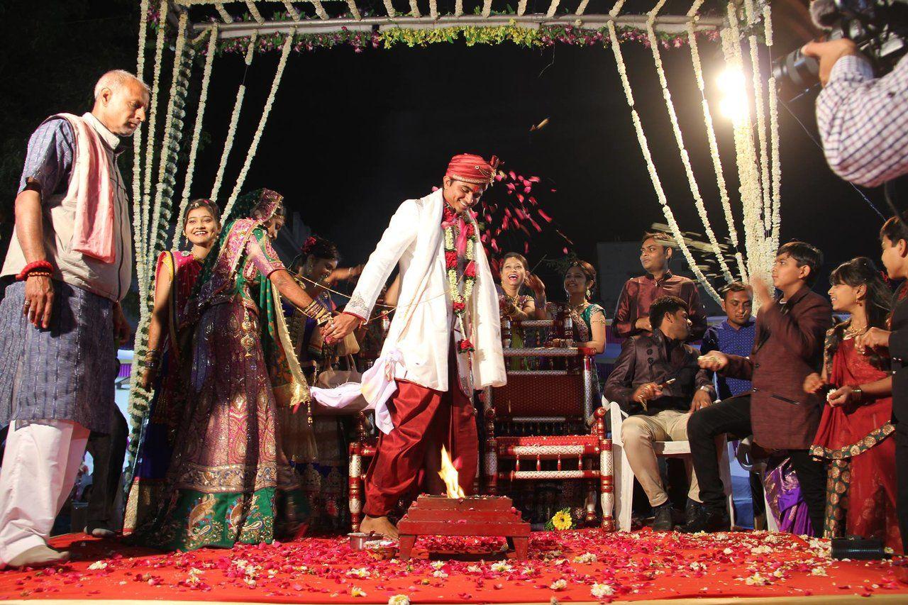 http://photographers.canvera.com/west/gujarat/ahmedabad/hardik-soni-photography