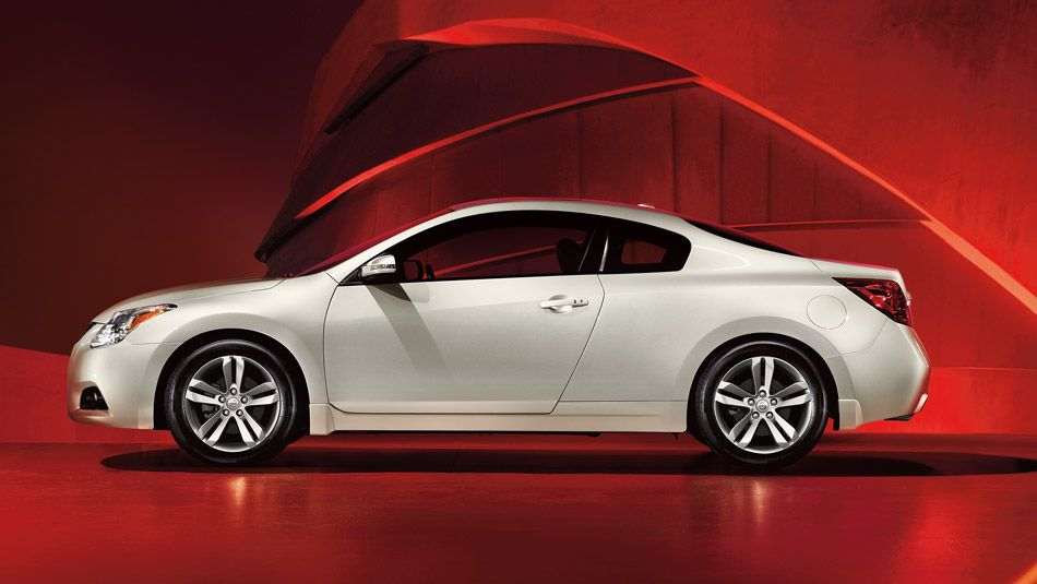 Nissan Altima® Coupe 2.5 S shown in Pearl White (With