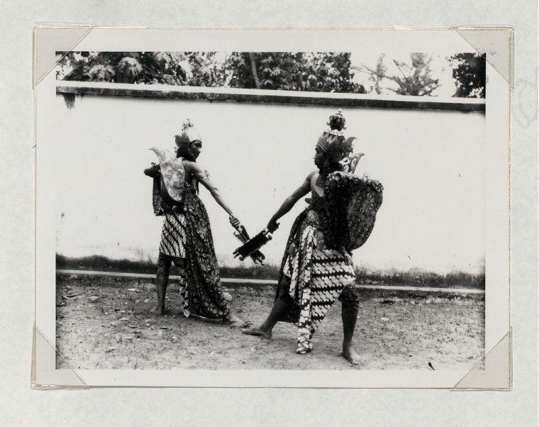 battle dances yogyakarta two male dancers in a battle