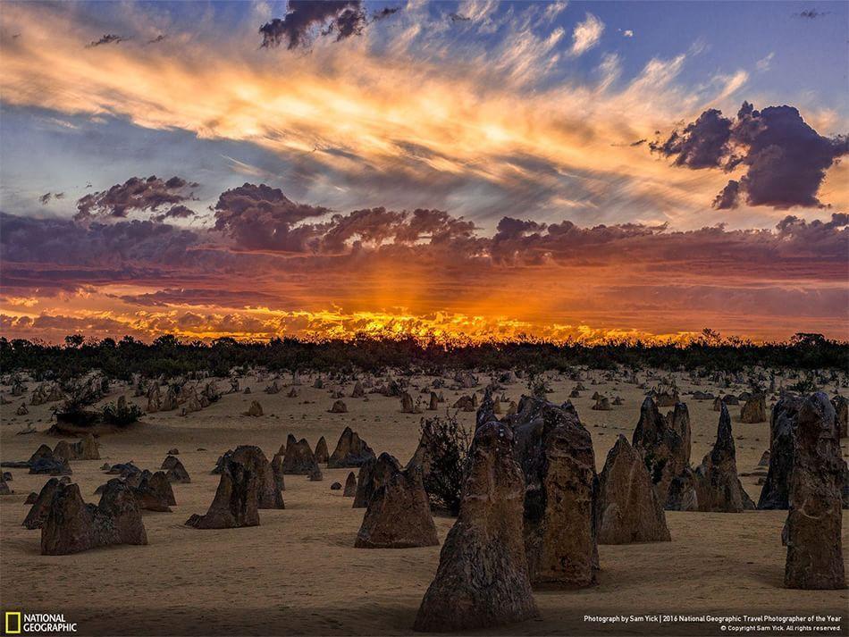 Tramonto infuocato Namburg National Park, Australia Fotografia di Sam Yick