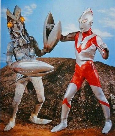 バルタン星人とウルトラマン高画質壁紙です