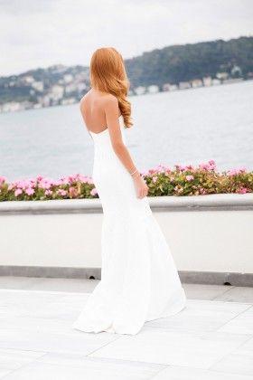 4377a676d762a Fidan Şimşek // Gardırop Gurusu Ön Kupu Dantel Detaylı Straplez Beyaz Uzun  Elbise: Lidyana