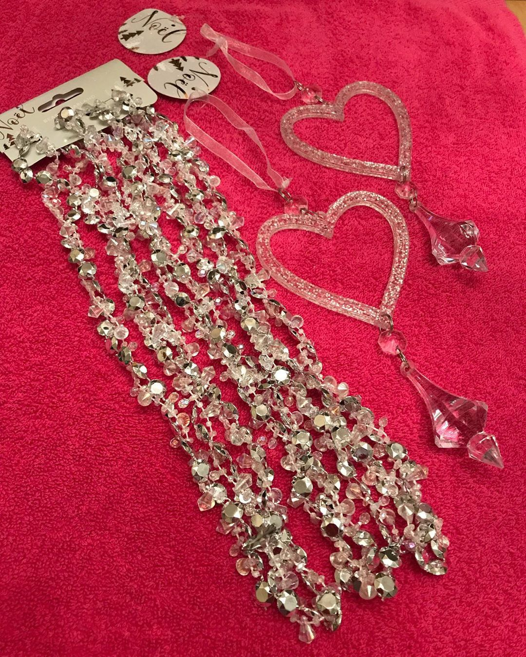 Ventured down the Crapmas aisle in @homebargains on my way home in search of sparkly craft bits 💕found some lovely silvery garland for £1.29 & glittery dangly hearts for a bargain 79p each (they also had stars) will make lovely embelishments on something I have in mind 💕💕💕#sparkly