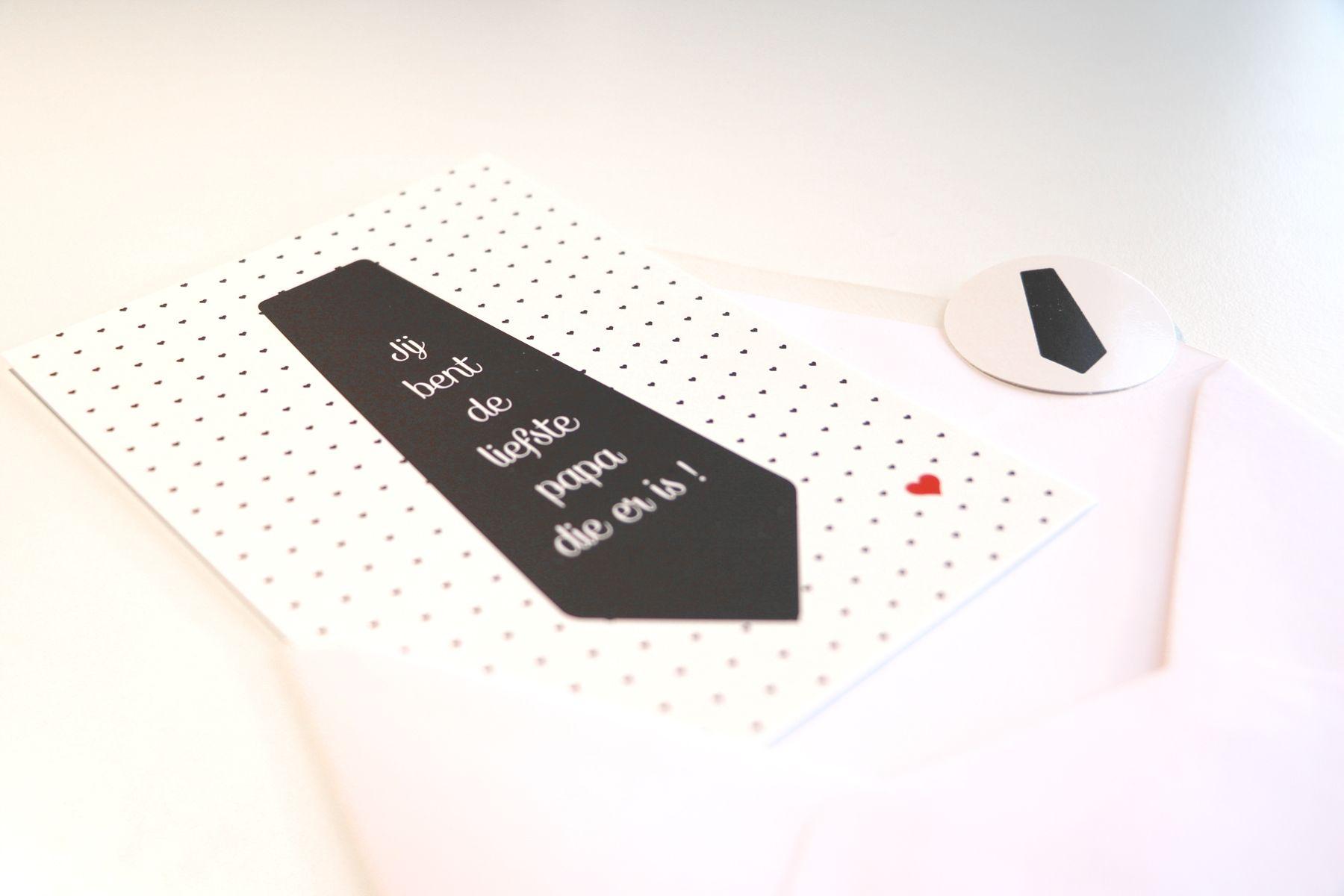 Postkaart A6 'Papa is de liefste' met sticker en witte enveloppe #madebythelittledots