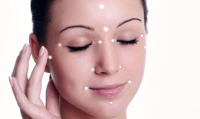 Cómo Aplicar El Iluminador Hogarmania Iluminador Maquillaje De Verano Trucos De Belleza