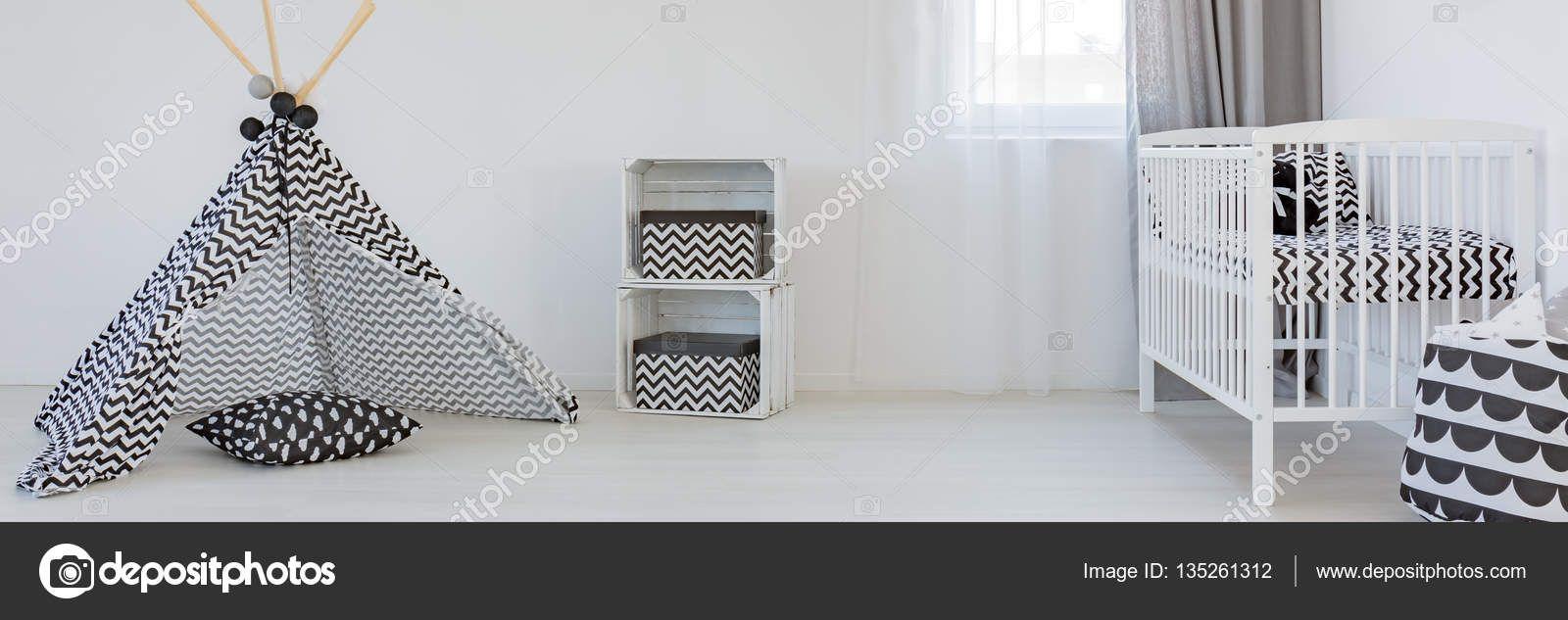 Czarno-białe przedszkola — Obraz stockowy #135261312
