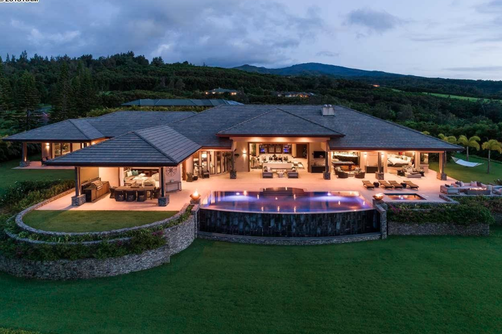 This Single Story Home Is Located At 701 Mokuleia Place In Lahaina Hawaii And Is Situated On 2 Acres In 2020 House Designs Exterior Mansions Luxury Homes Dream Houses