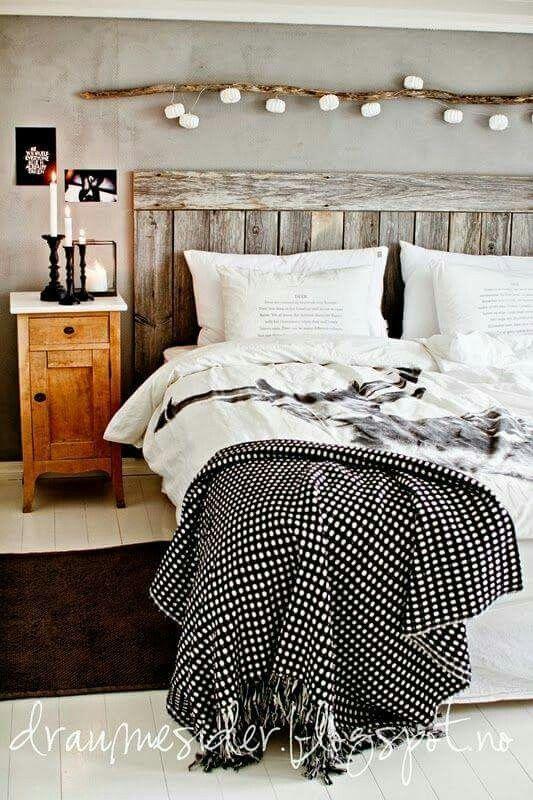 Chambre Avec Guirlande Lumineuse Sur La Tete De Lit En Bois Home