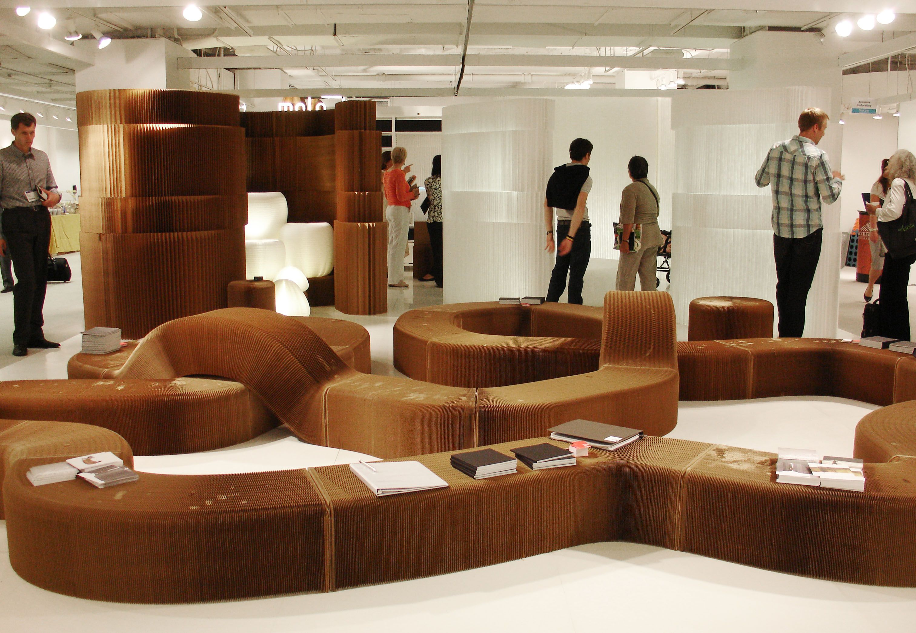 Molo Store Furniture   Expandable Seating And Walls Made Of Cardboard