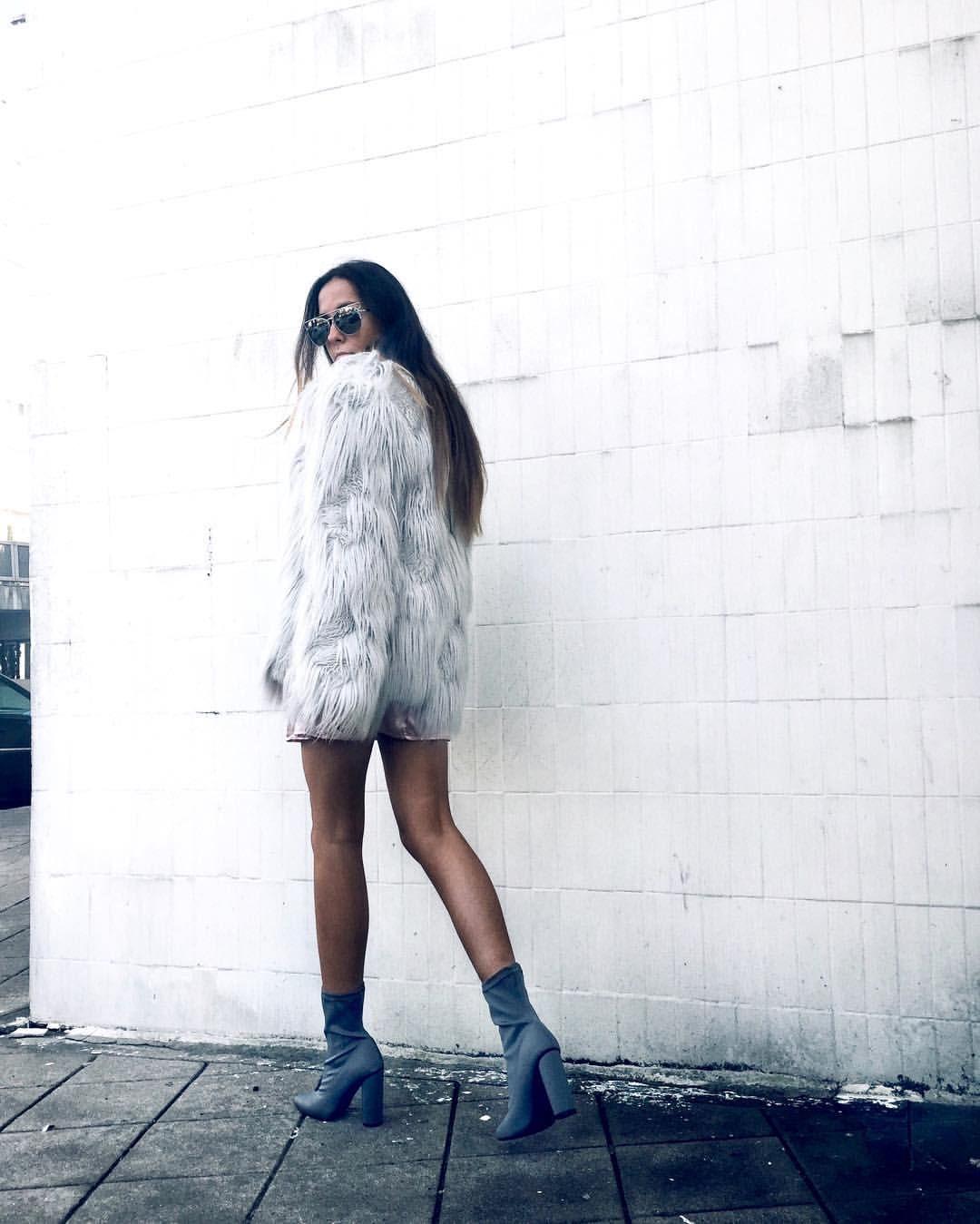 "Sofia Coelho on Instagram: ""Cold colors"""