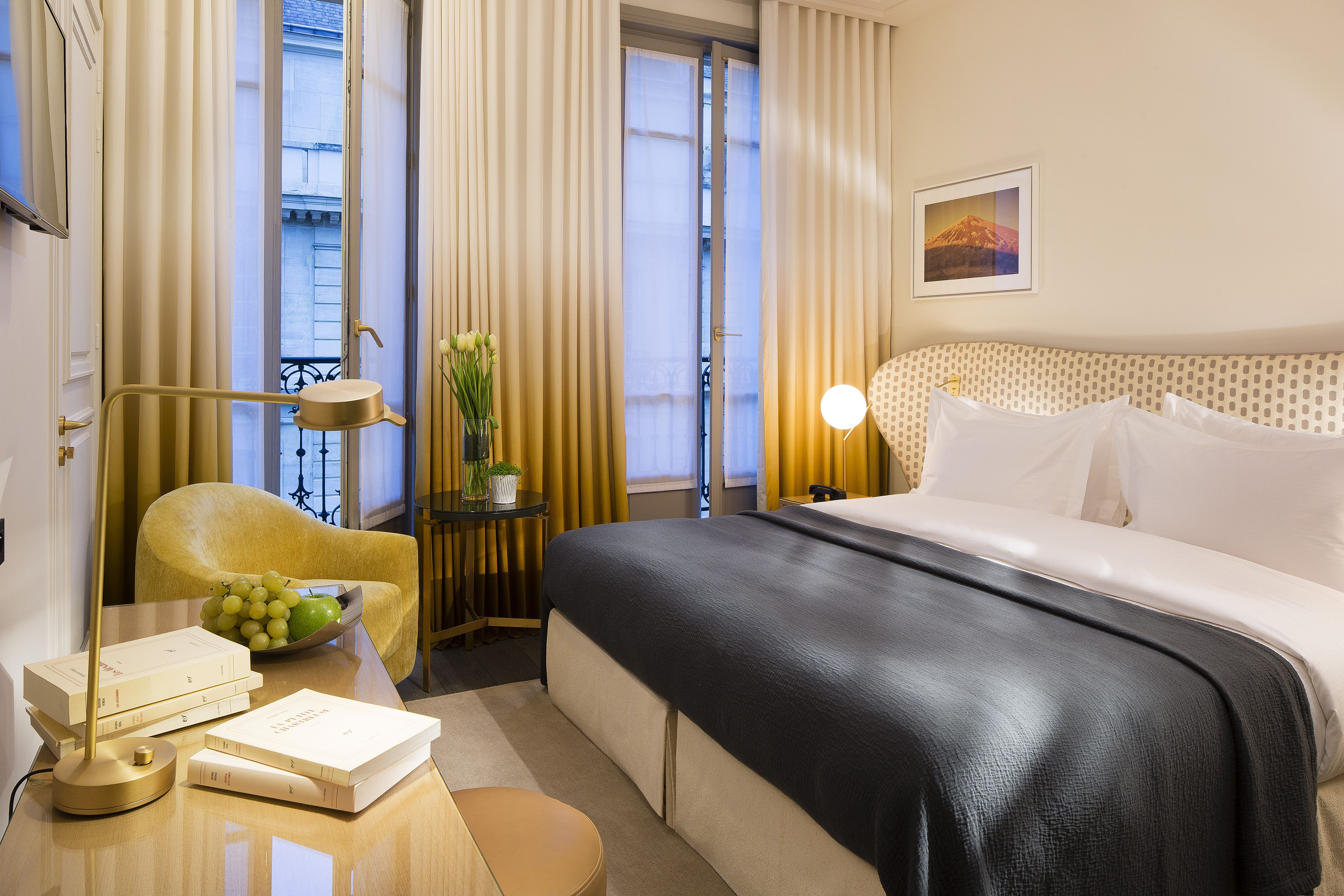 Hotel Le Marianne Paris Chambre Rooms Hotel Paris Champselysees Luxurious Bedrooms Interior Design Interior Design Trends,Glass Church Pulpit Designs