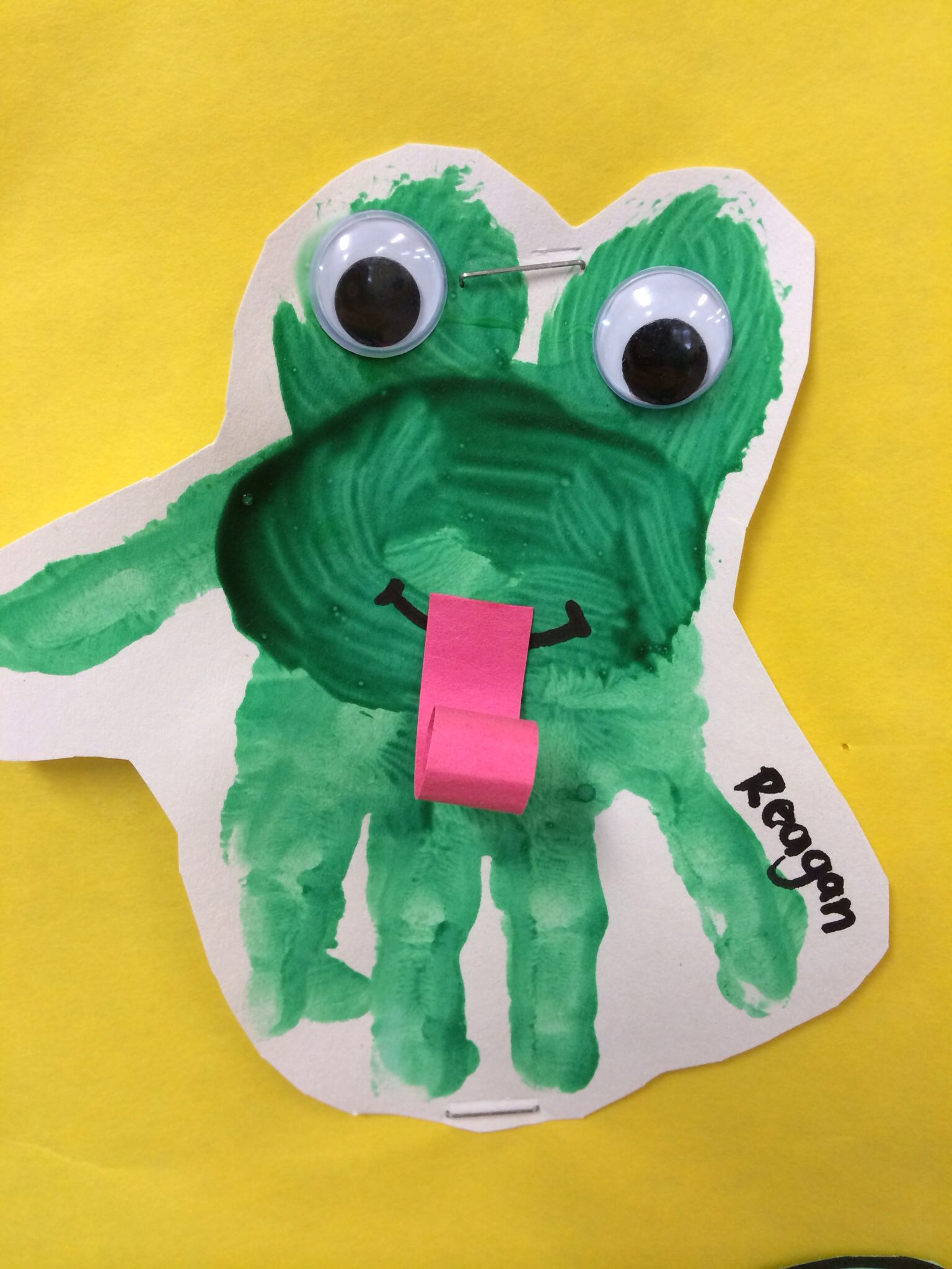 Frog handprint toddlers preschool daycare early for Frog crafts for preschoolers