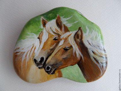 Роспись по камню ручной работы. Ярмарка Мастеров - ручная работа Картина на гальке Лошади. Handmade.