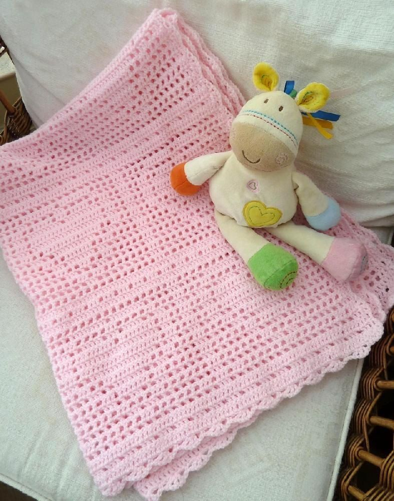 Bordered Heart Filet Blanket Crochet pattern by Keep Calm and Crochet On UK | Knitting Patterns | LoveKnitting #filetcrochet