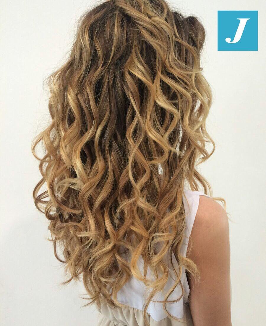 Ogni donna ha il suo stile. #cdj #degradejoelle #tagliopuntearia #degradé #igers #musthave #hair #hairstyle #haircolour #longhair #ootd #hairfashion #madeinitaly #wellastudionyc
