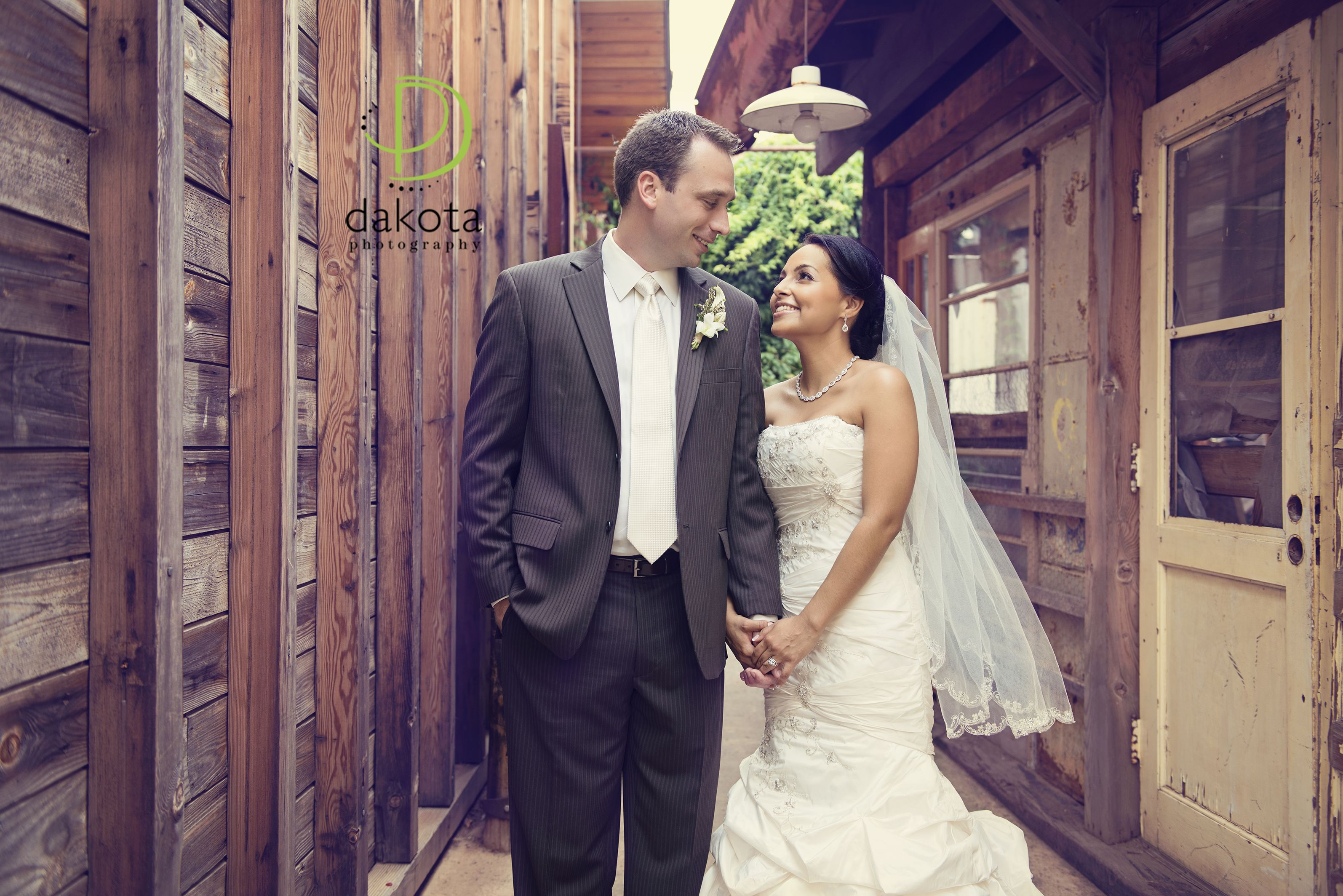 Frisco Heritage Center, wedding, vintage inspired wedding, bride and groom pictures,