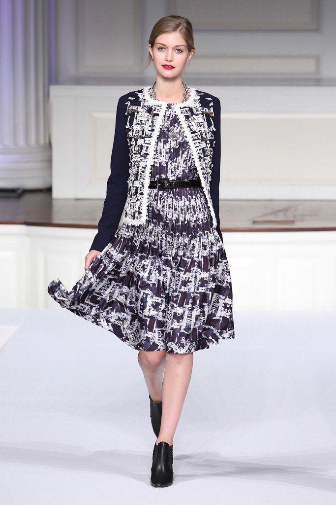 Oscar de la Renta Pre-Fall 2011 Fashion Show - Mathilde Frachon