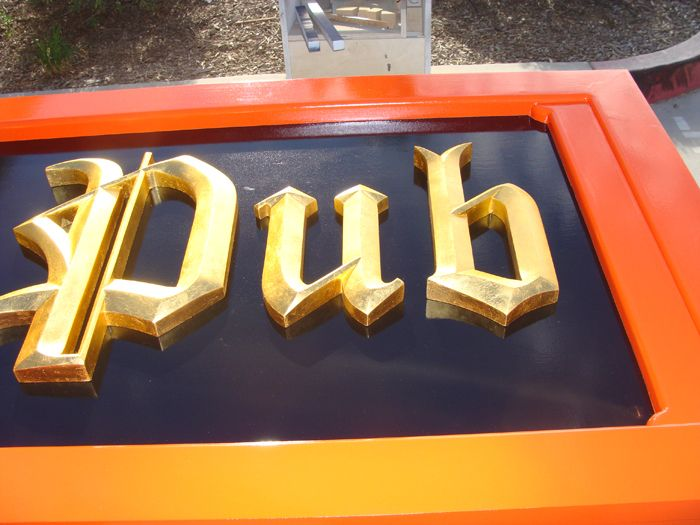 Y27512 Close Up Of Irish Pub Sign With Gold Carved Letters Shop Front Signs Pub Signs Signs Pub