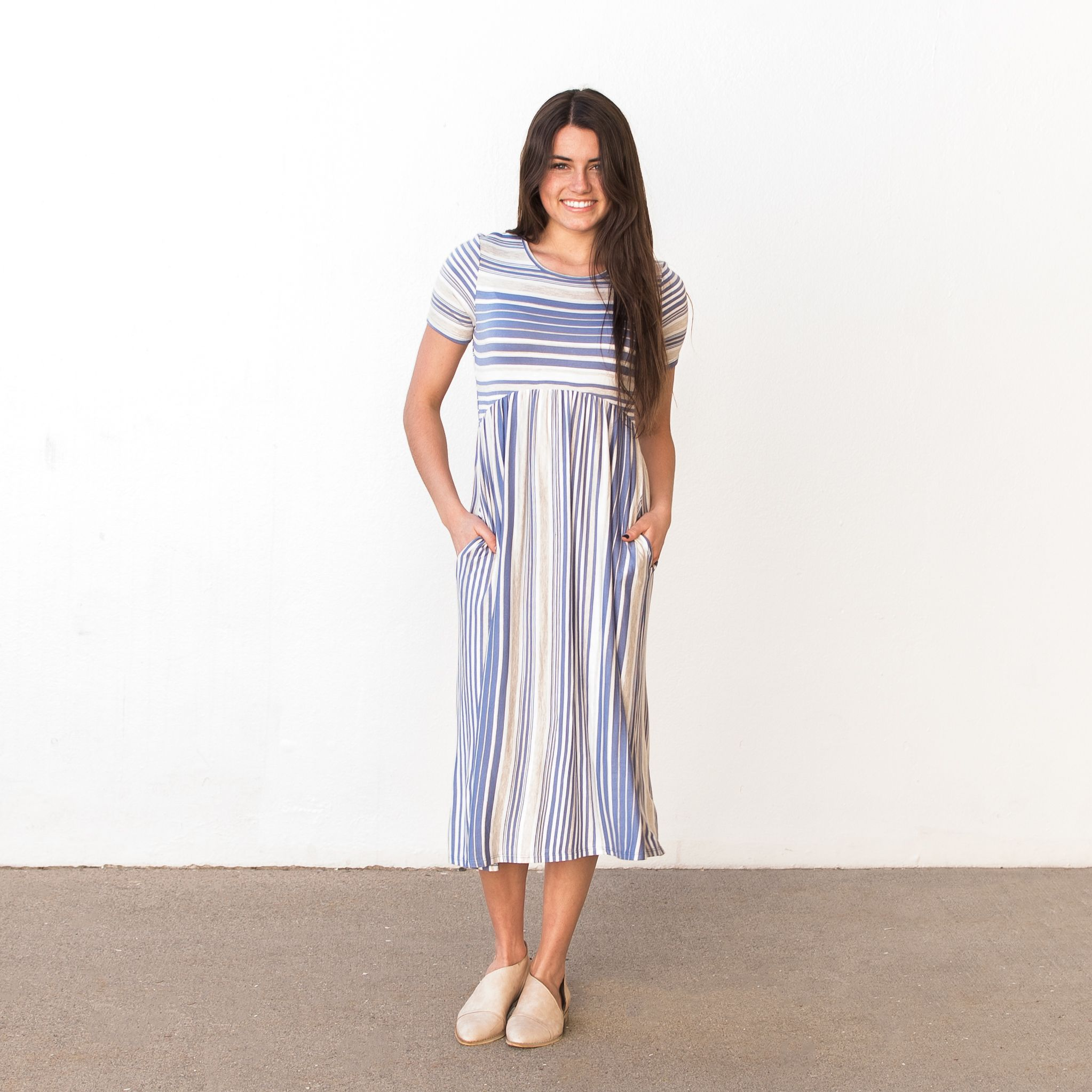 Stripe maxi with short sleeves and pockets approximate bust
