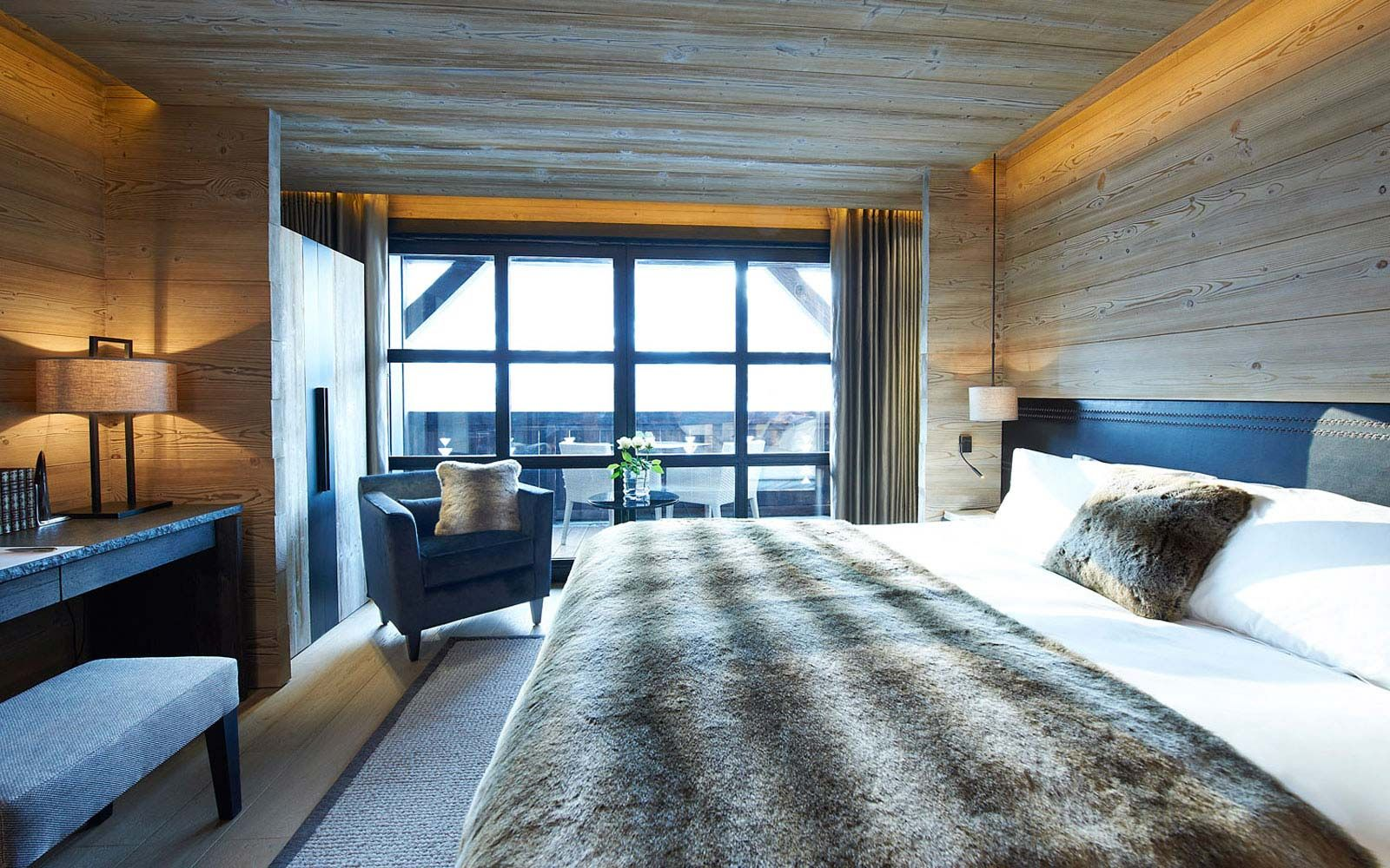 Alpaga 5 star hotel megeve luxury hotel rochebrune ski resort chalet style pinterest a for Chambre dhotel de luxe