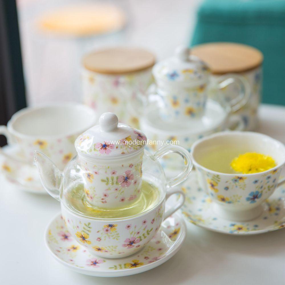 Enjoy A Porcelain Teapot For One Of Tea Whenever The Mood Strikes Glass Tea Set Dinnerware Set Modern Glass Tea