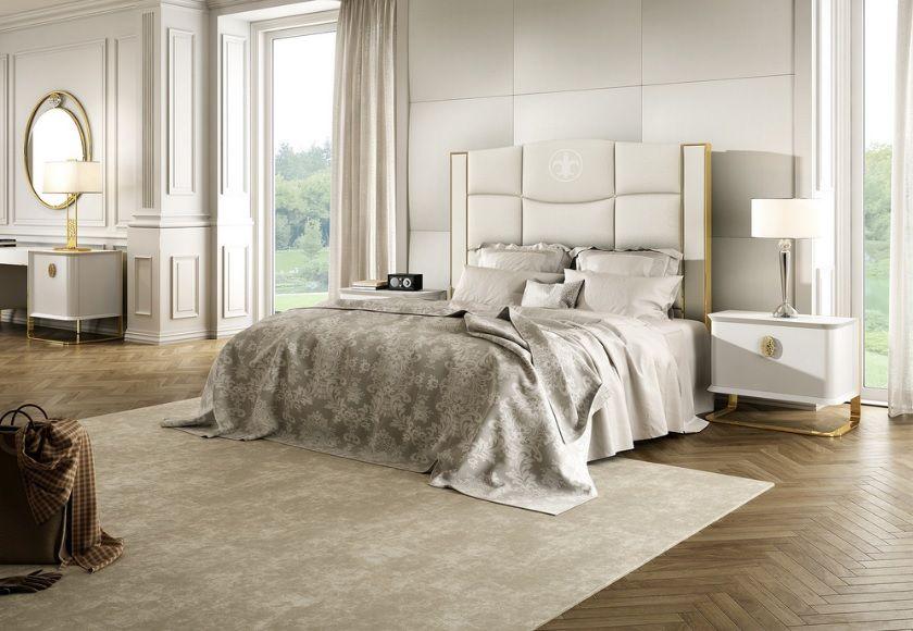 Dormitorio de estilo ecléctico con mesitas con bancada metálica en ...