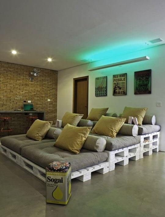 Cinema Seating On The Stacked Pallets And Comfy Cushions I Wonder How Comfortable It Really Is A Very Interesting Idea