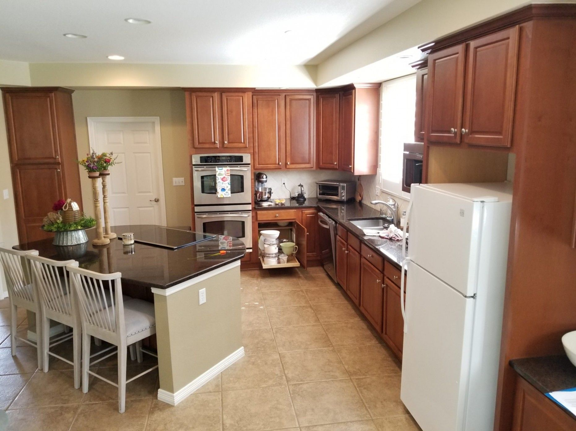 Mahogany Maple Kitchen Cabinets W Granite Counters Rollout Trays 10 Tall Uppers Maple Kitchen Cabinets