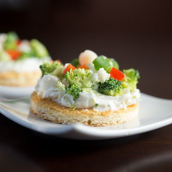 Cream cheese, sour cream and ranch on top of a light flaky crust with crispy vegetables on top form this great Vegetable Pizza appetizer!