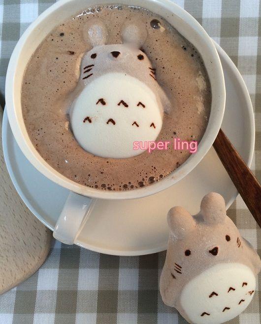 Die Marshmallow Kaffee Katze hat Besuch bekommen! Marshmallow Totoro lässt grüßen :) Lasse ihn in dein Kaffee eintauchen und er wird dich verzaubern. #cutemarshmallows