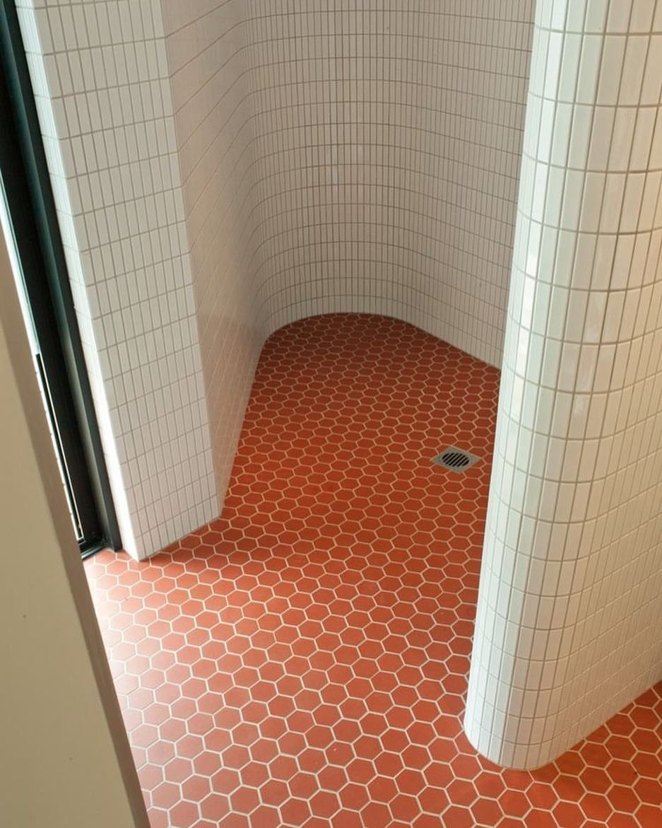 Pin By Tina Taylor On Shiplap: Love This Tile Combo And The Shape Of This Shower