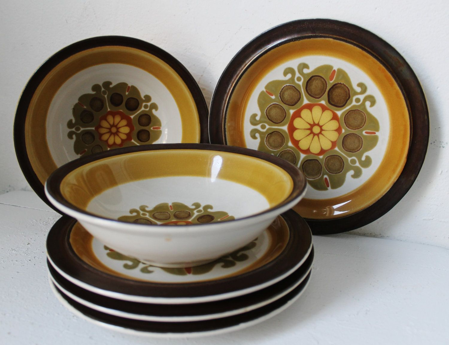 Vintage Casual Ceram Stoneware Dish Set. Electra Echo 1970s. 4 Salad Plates  And 2 Bowls.