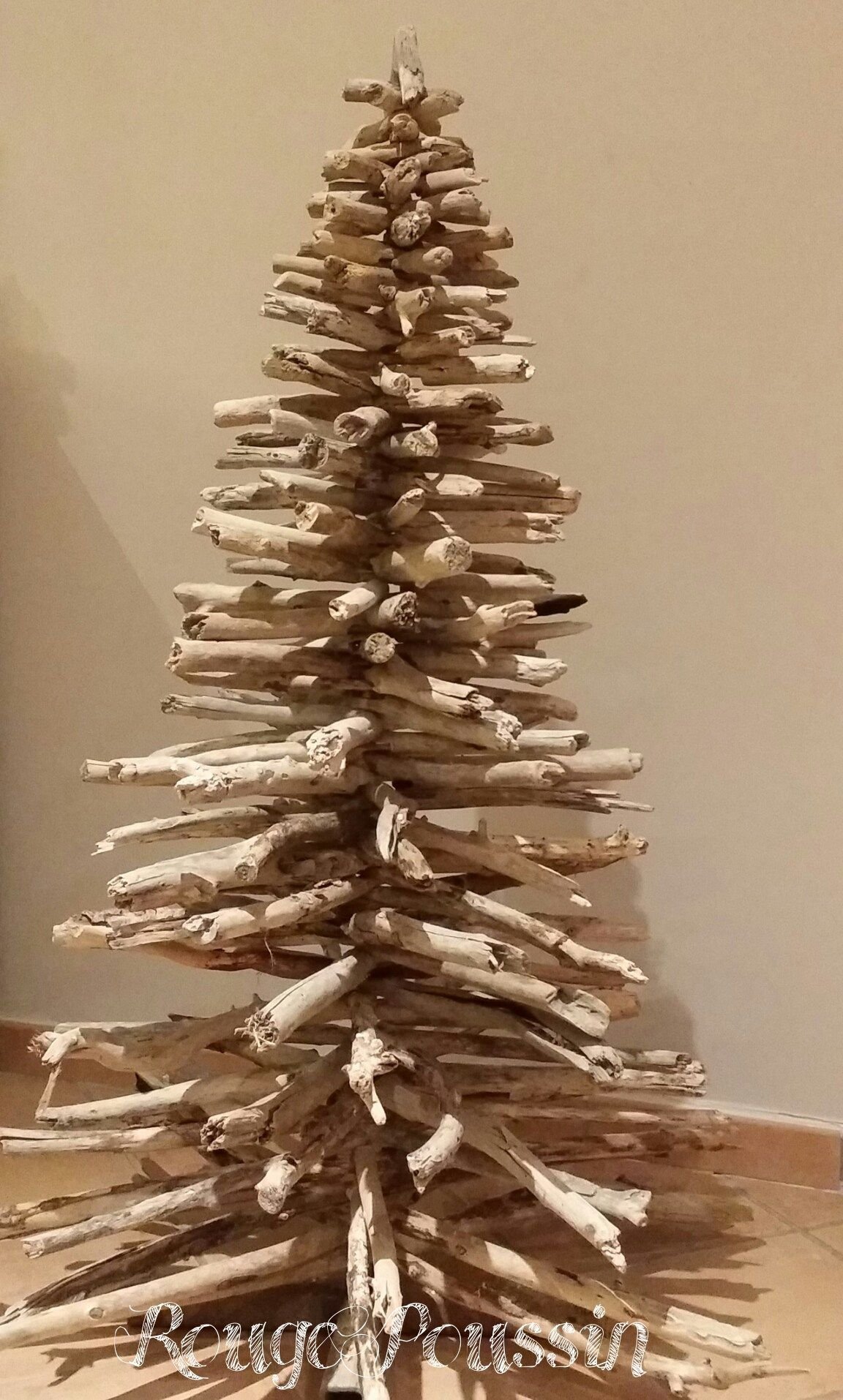 photo du sapin de no l en bois flott sans d coration