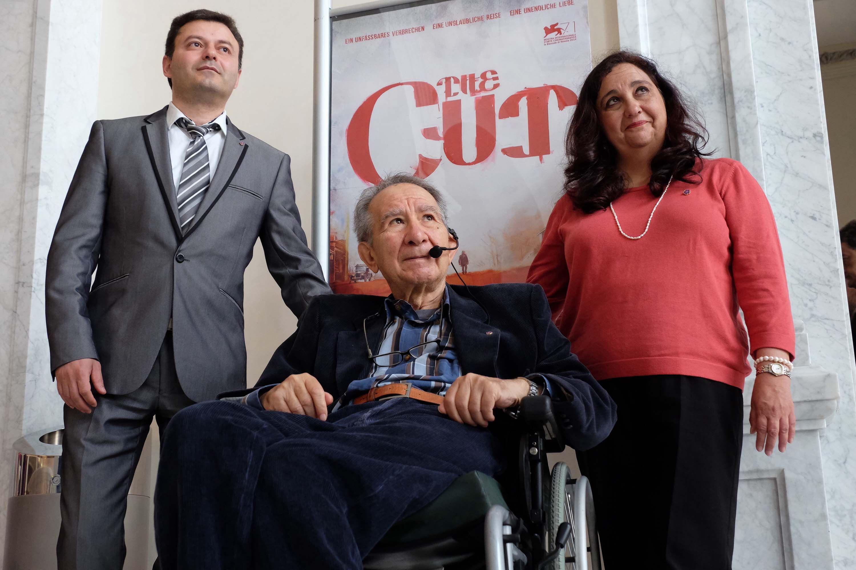 The Cut, la reivindicación del reconocimiento del genocidio armenio  La flor nomeolvides es el símbolo del centenario del genocidio armenio, en el que se estima que murieron 1.500.000 personas y se conmemora el 24 de abril. Con este motivo, dentro del marco del Festival de Cine y Derechos Humanos se ha proyectado la película The Cut, del director turco-aleman Fatih Akin. #GizaZinemaldia   #DDHH   #Genocidio