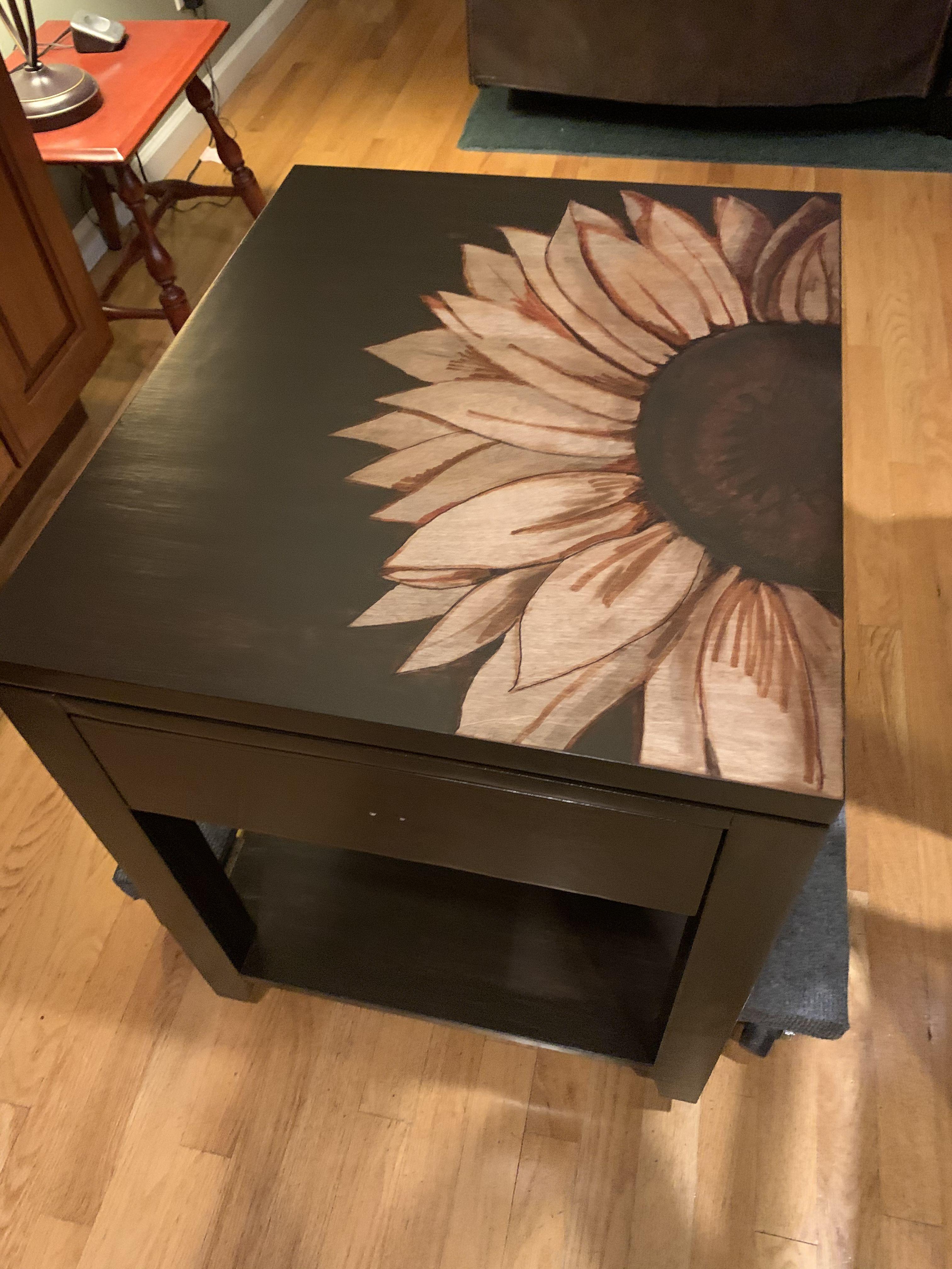 Beautiful hand painted sunflower table @sunflowerart @sunflowertable @customfurniturebysuzi @custompaintbysuzi
